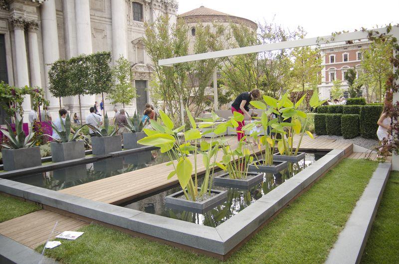 Giardino d 39 acqua con bio piscina per casa a schiera for Bio piscina
